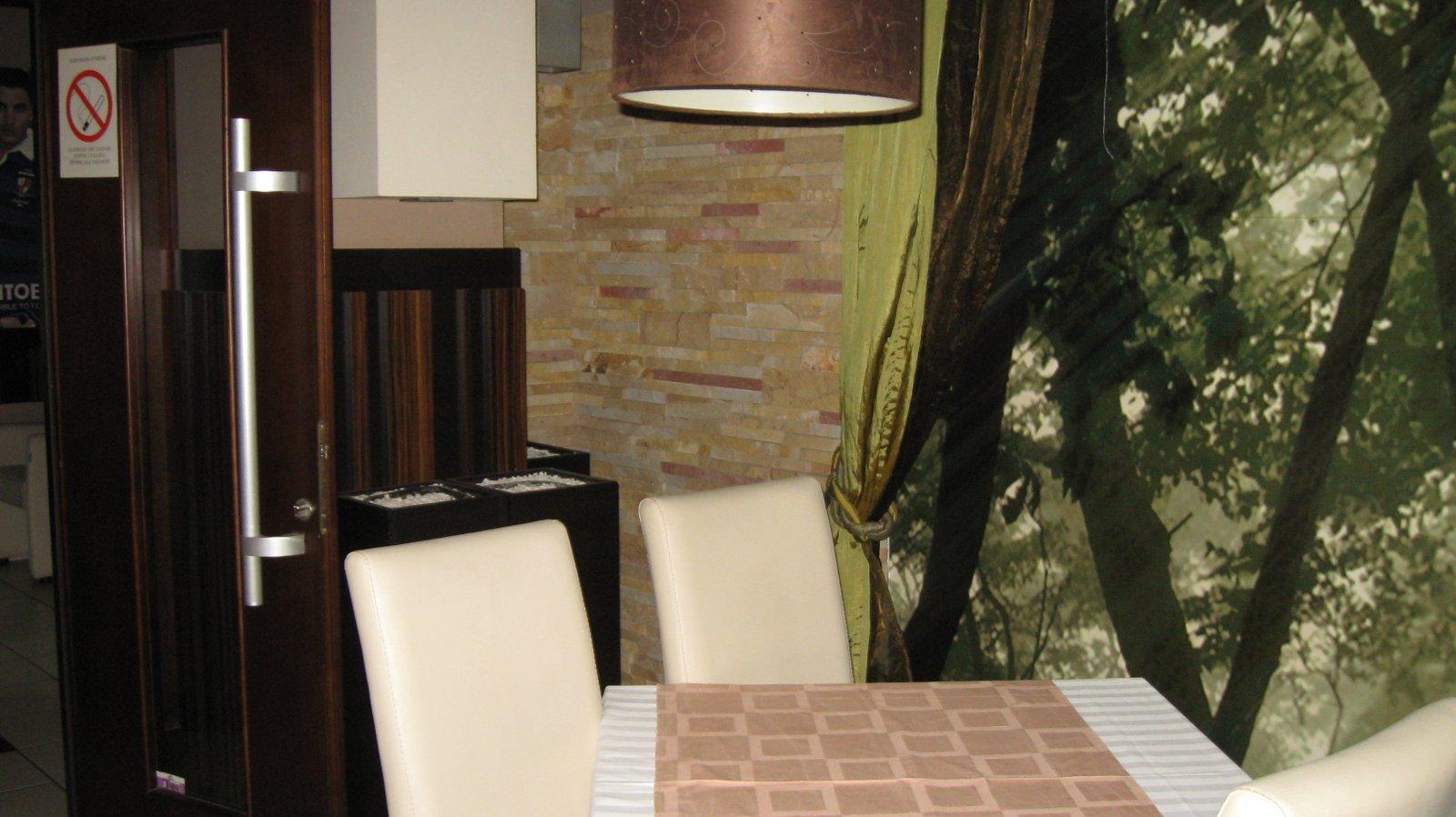 Enterijer restorana uredjen sa kamenom (4)