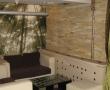 Enterijer restorana uredjen sa kamenom (2)